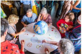Wisselkunstwerk vredesweek in Pelgrimkerk